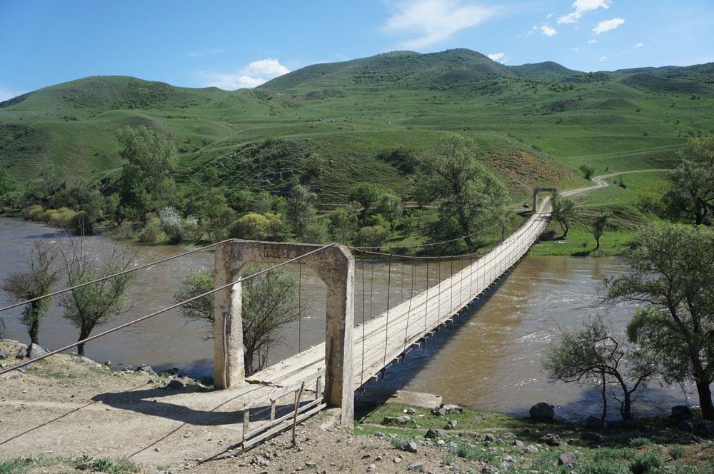 Jeden z niezliczonych, malowniczo położonych mostków