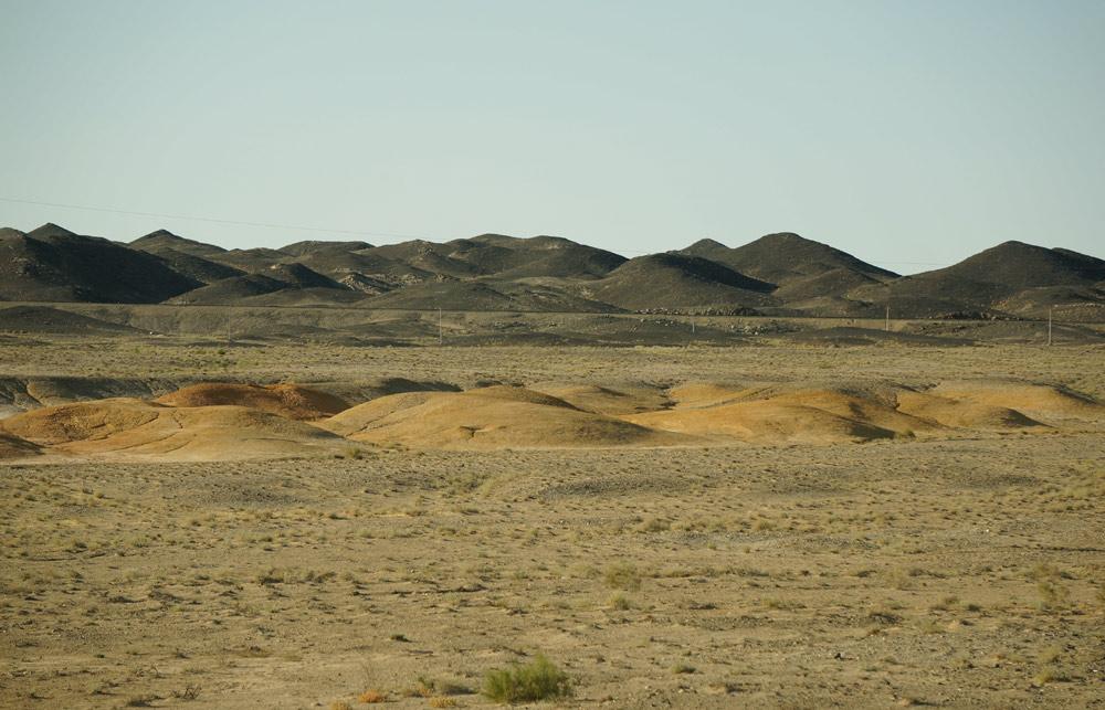 Pośrodku pustyni - góry Sultan Uvays Dag