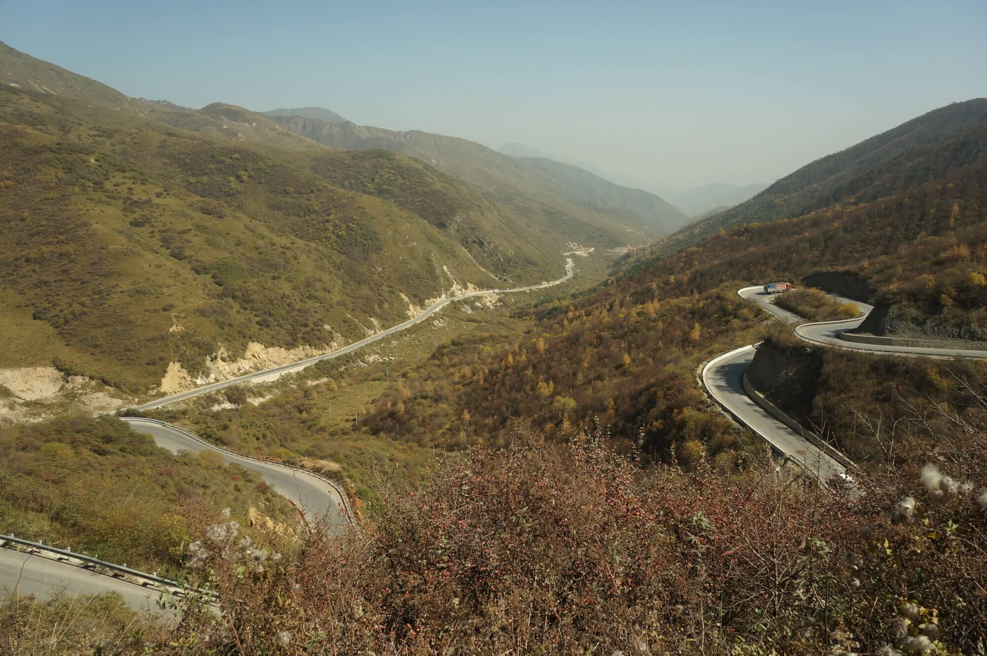 Znów góry! Przełęczka ok. 3000 m npm i piękna serpentyna na zjeździe