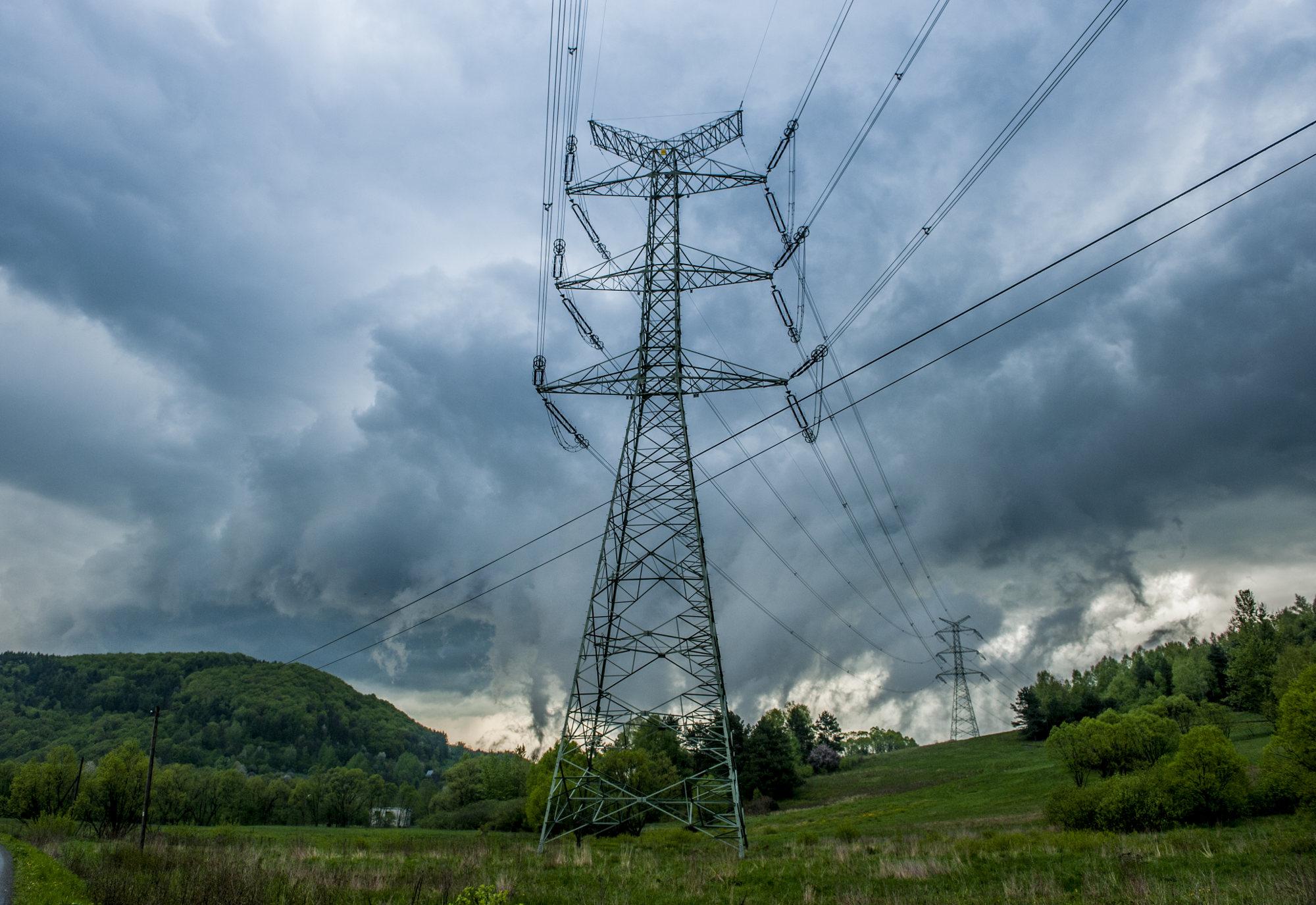 beskid-niski-burza-chmury-linie-energetyczne