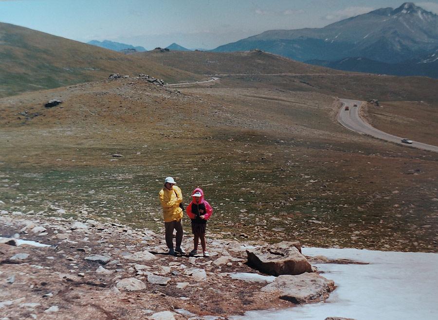 Szczyty Gór Skalistych zdobywa się łatwo i tutaj Amerykanie musieli przecież poprowadzić szeroką, asfaltową drogę.
