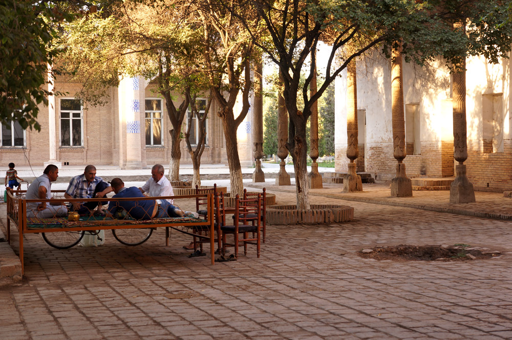 Odpoczynek pod pałacem