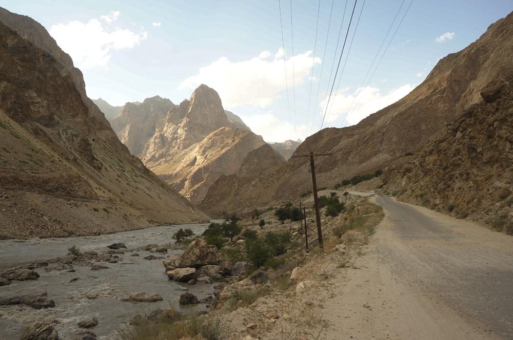 droga-rzeka-skaly
