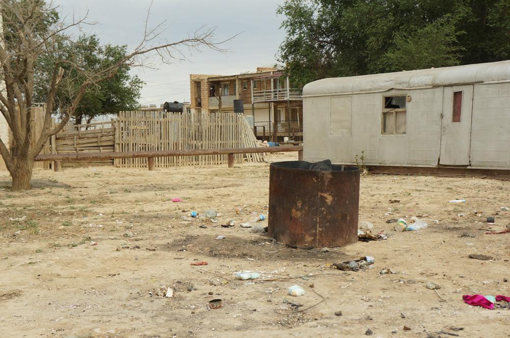 """Kazachstan, """"spalarnia śmieci"""" w niewielkim miasteczku."""
