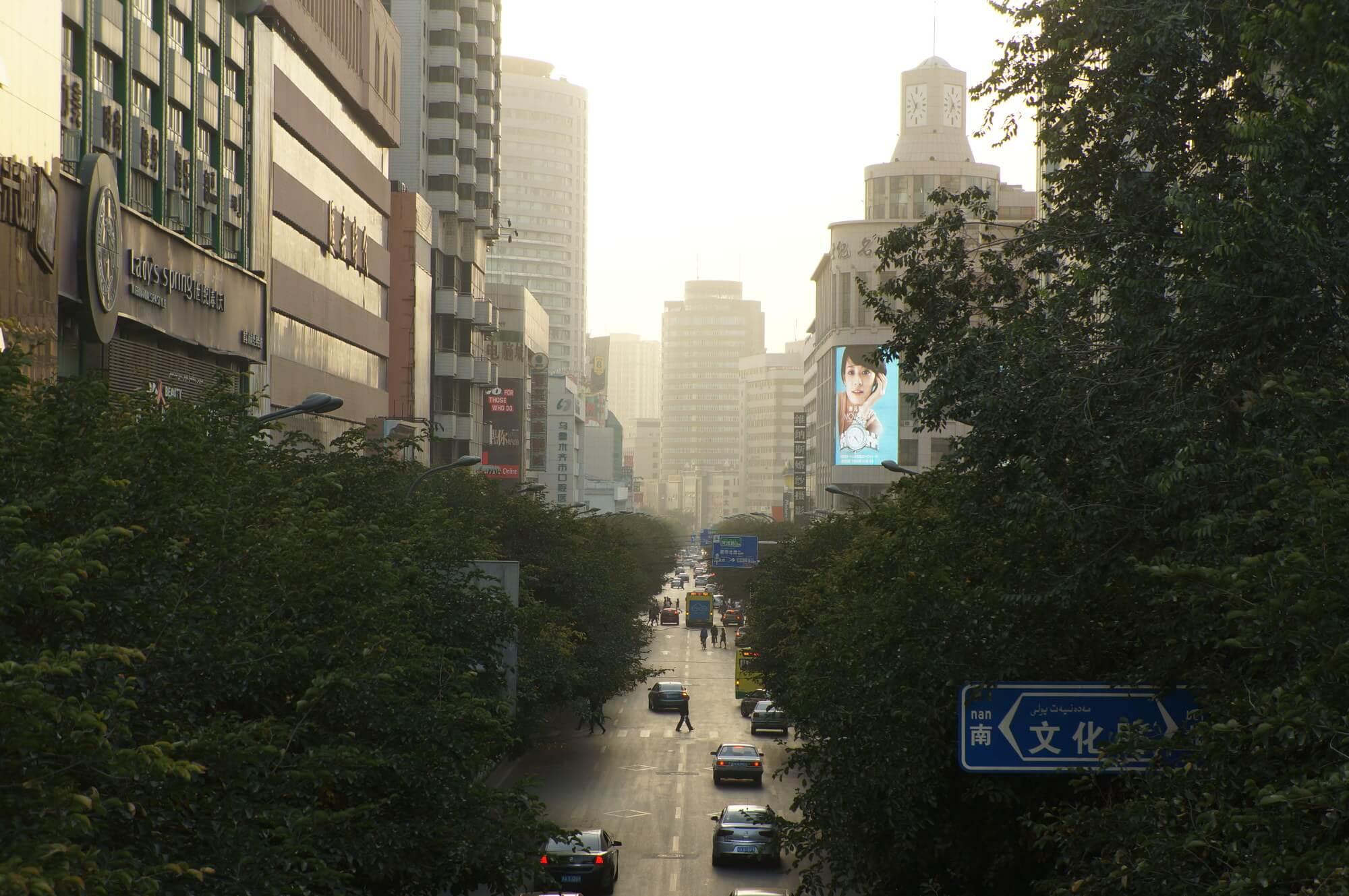 ... wielkim miastem (Urumqi)...