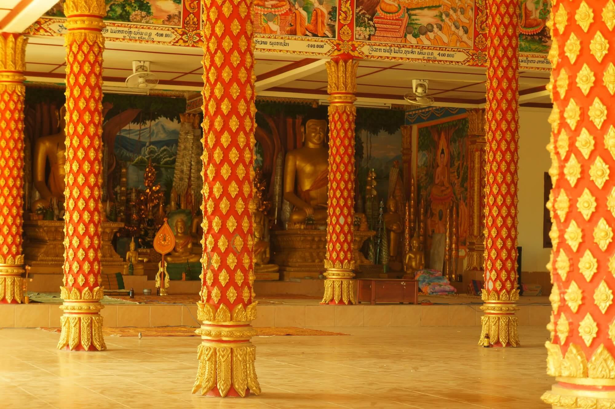 Wiejska świątynia w południowym Laosie