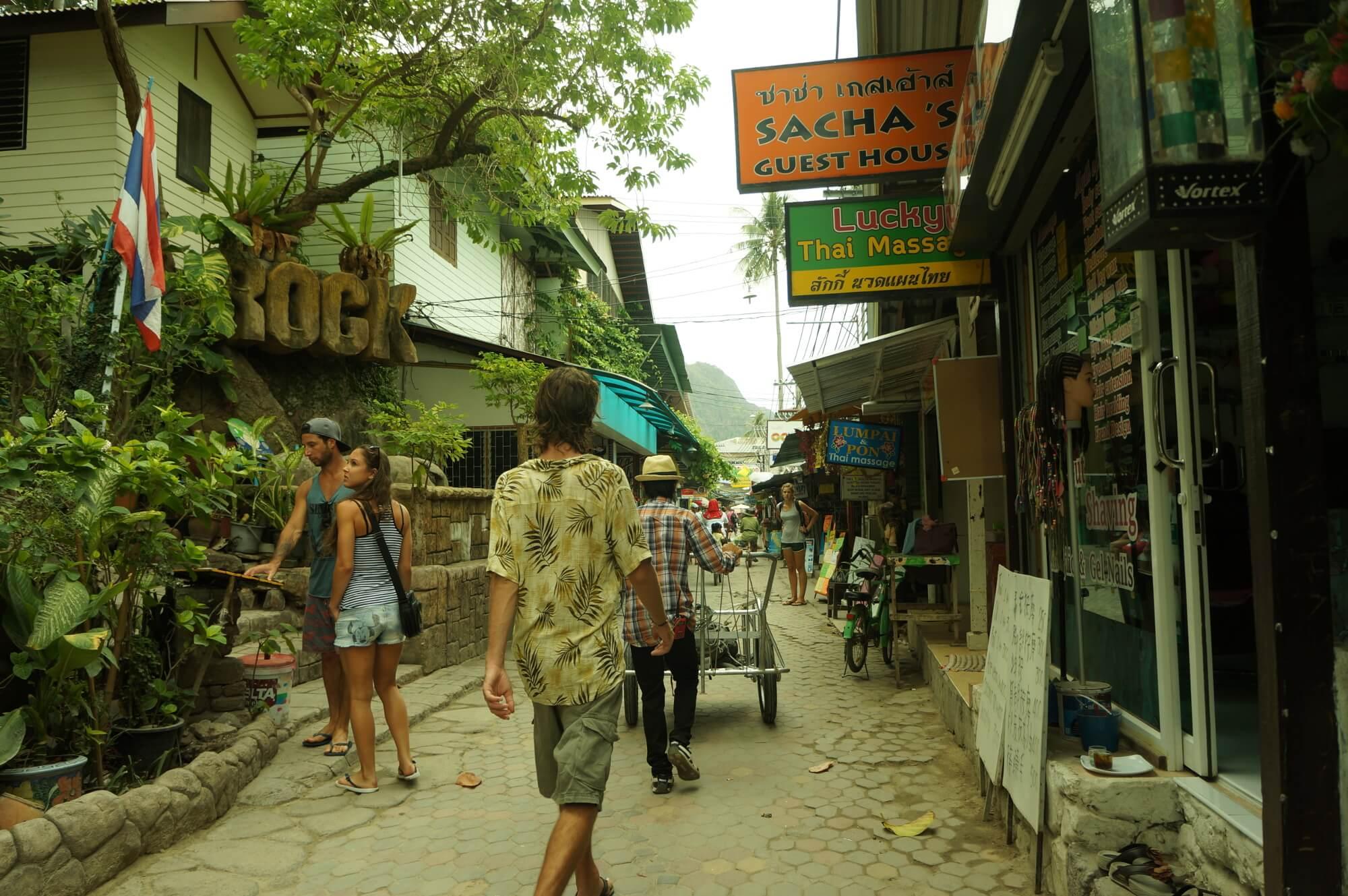 phiphi-tajlandia-uliczka