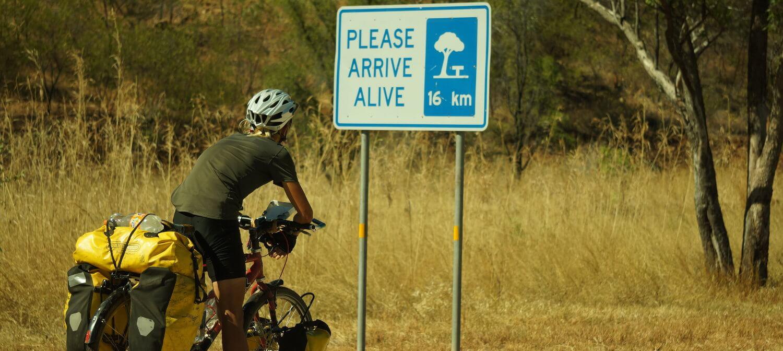 australia-outback-alive-roadsigns-nt