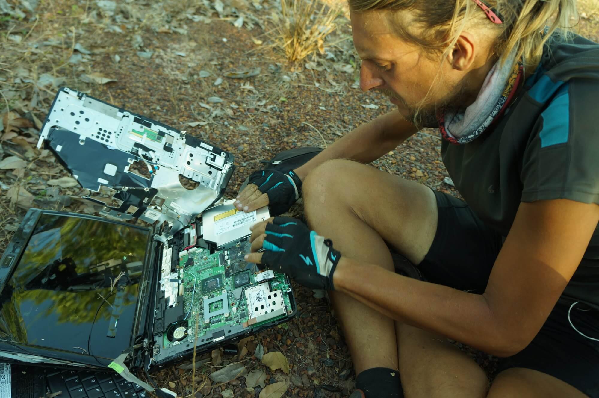 australia-outback-janek-laptop