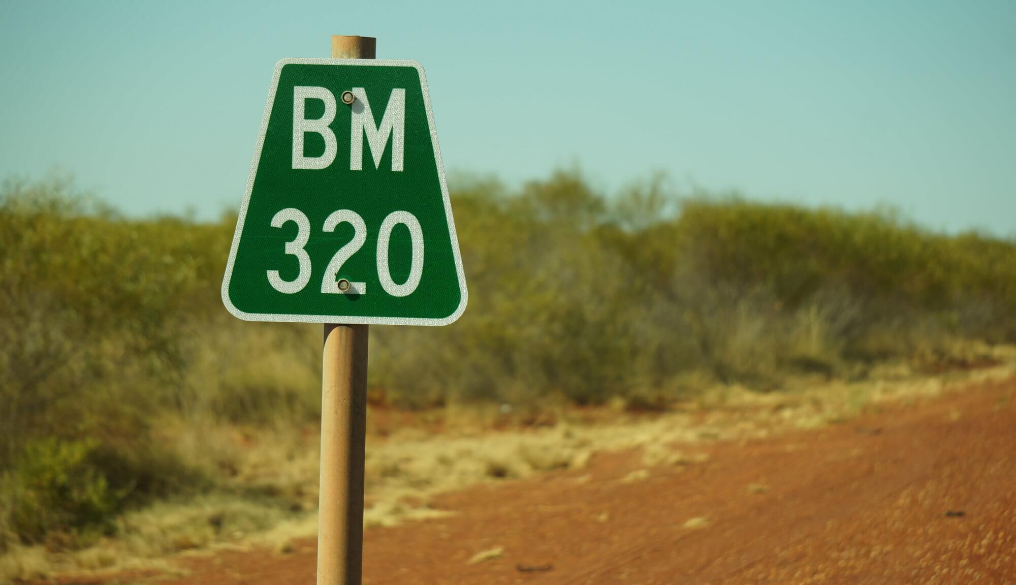 australia-outback-kilometry-tabliczka