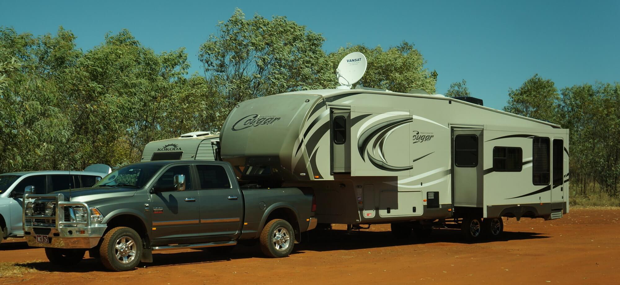 australia-outback-przyczepa-gigant