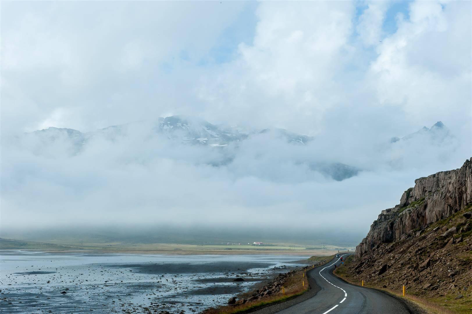 Wschodnia Islandia na rowerze - fjordy wyłaniają się zza chmur