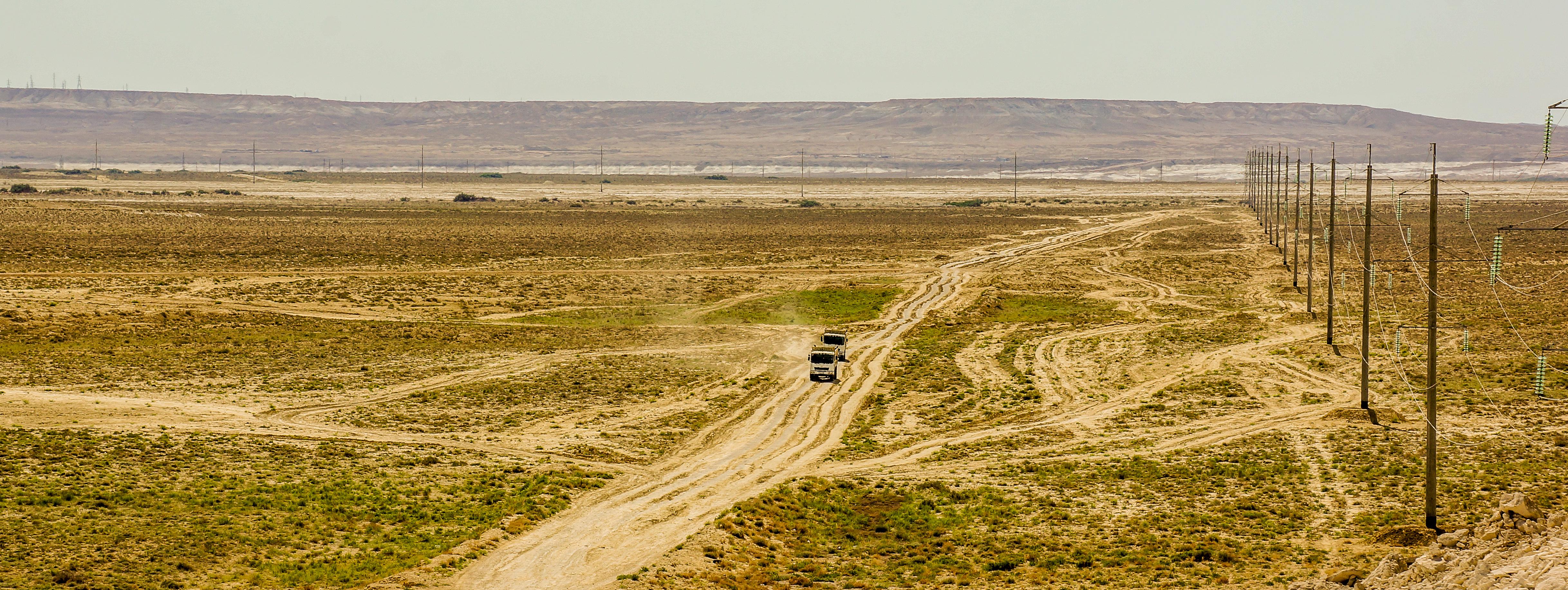 kazachstan-ciezarowki-droga-przez-step