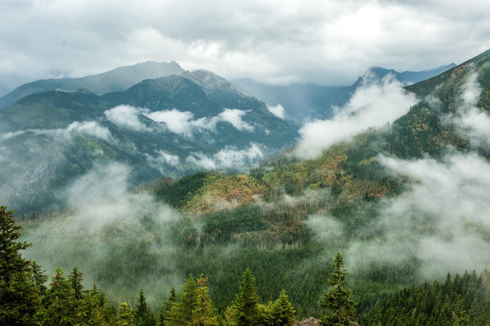 tatry-w-chmurach-widok-z-gesiej-szyi-01